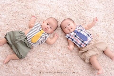 双子ちゃん、2卵生の男の子赤ちゃん写真撮らせていただきました!