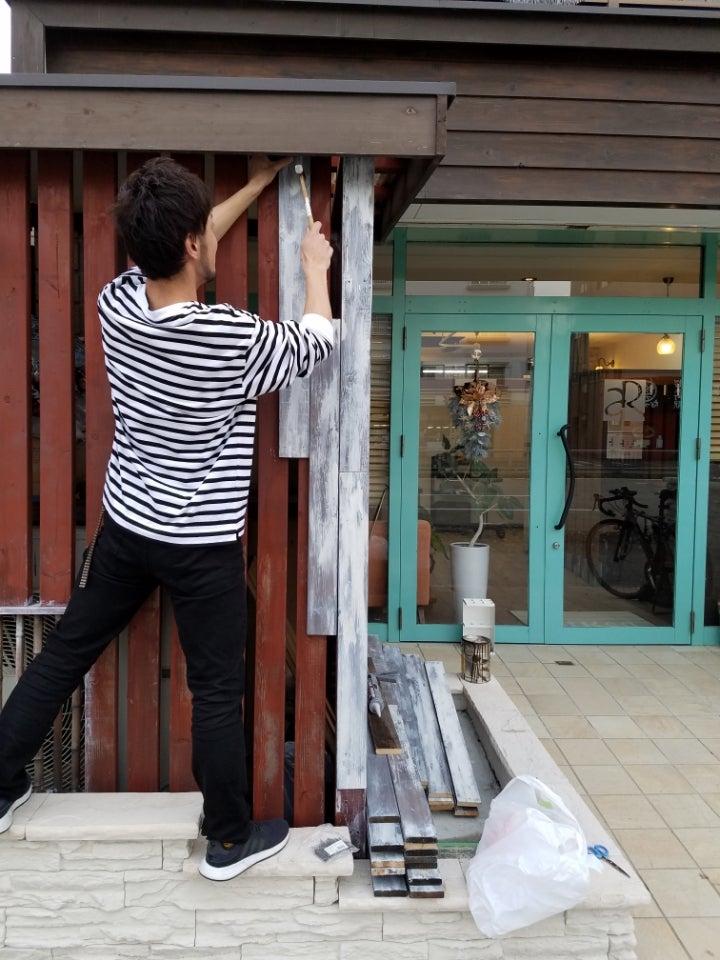 美容室のDIY 店舗外観リニューアル工事の記事より