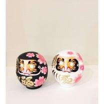 高崎のだるま屋さんの作った張り子の桜柄のだるまの記事に添付されている画像