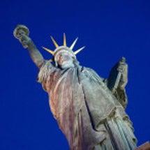 パリ 自由の女神像 …