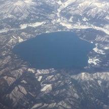 初冬の田沢湖を空より…