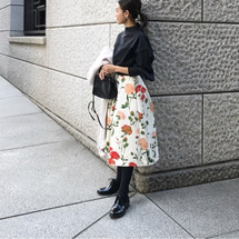 花柄スカートはブラッ…