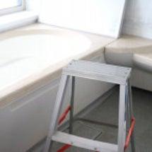 浴室の天井と窓の30…