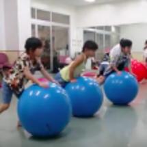 バランスボールダンス…
