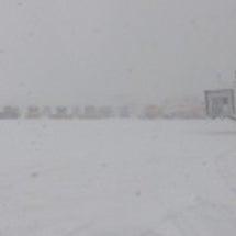青森空港滑走路除雪隊…