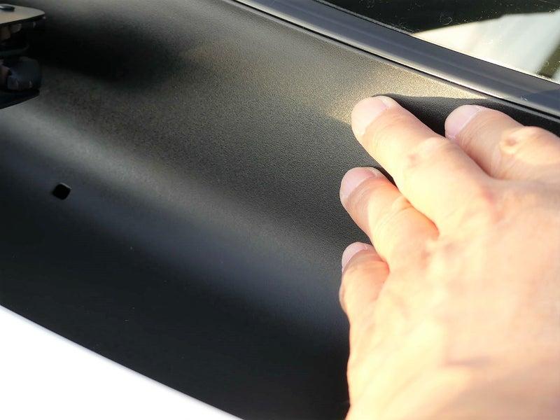 シリコンを使った艶出し剤でなく、樹脂表面を本当に硬化被膜でコーティングするので耐久性抜群