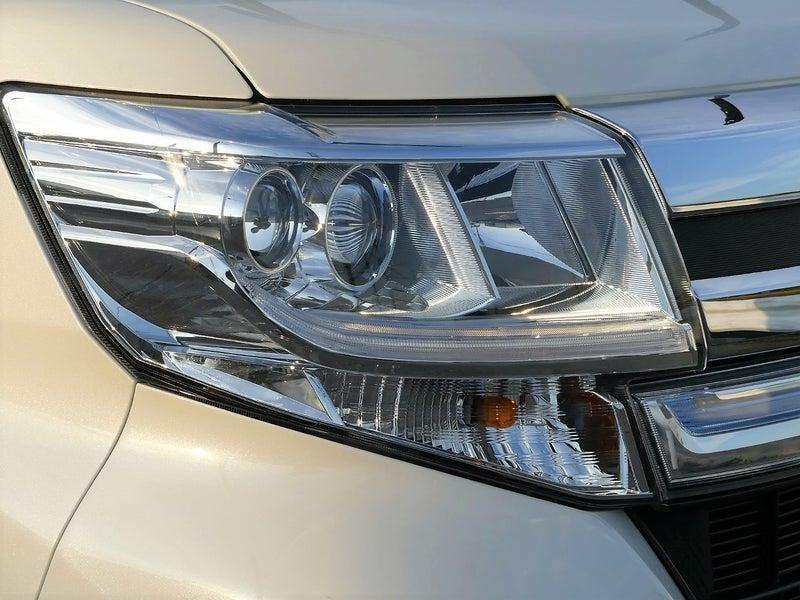 樹脂用のコーティングですので、車に採用されているポリカ製のヘッドライトをはじめとしたライトにも!