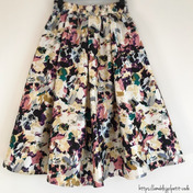 しまパト♡春を先取り!ハリ感素材の高見え花柄スカート♡