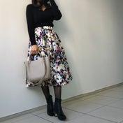 鮮やか花柄スカートで高見えフェミニンコーデ!