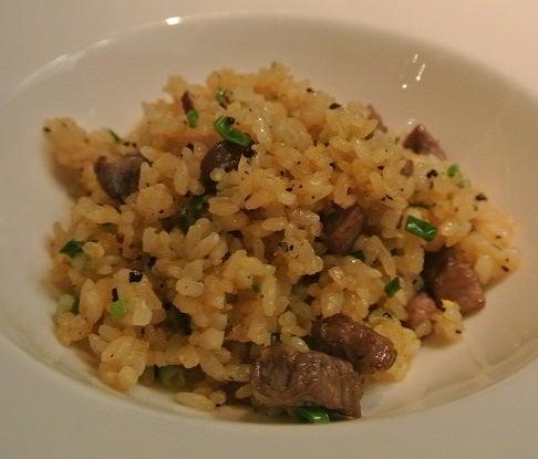 琥珀宮 牛肉とトリュフ炒飯