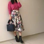 ピンクニット×花柄で王道モテコーデを大人っぽく♡