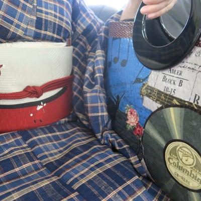 クリスマスの風物詩にちなんでサンタとレコード盤の帯とバレリーナとレコード盤のバッの記事に添付されている画像