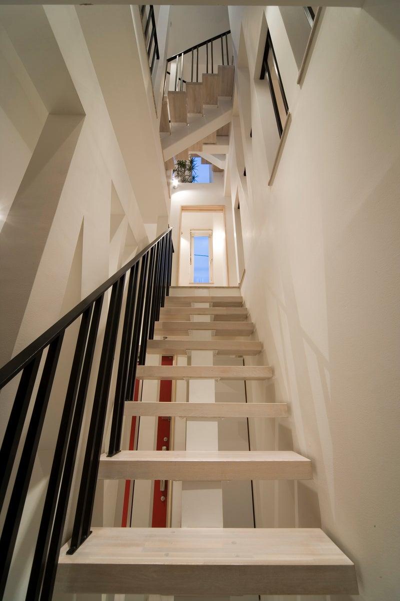 鉄と無垢板でオープンなオリジナル階段を
