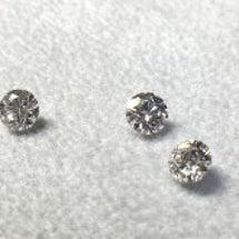 実際にダイヤを手にと…