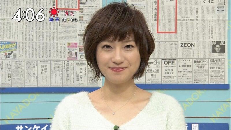 短い髪の伊東楓アナ