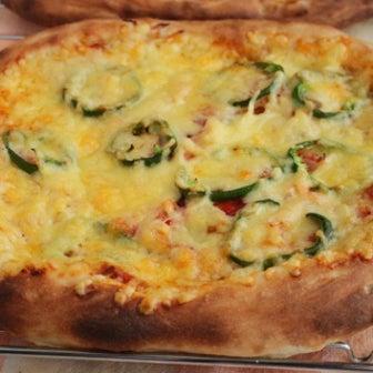 家庭で、サクッとした食感の本格ピザが焼ける方法