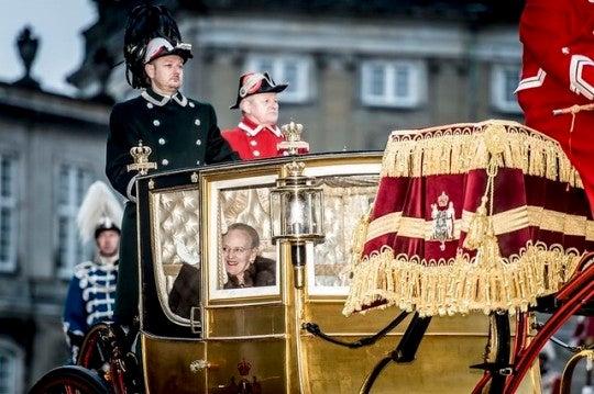 Paris-japon kokoの美しいもので美しくなるブログ^^デンマーク王室マルグレーテ2世(デンマーク女王)ヘンリック殿下 (王配)2018年1月コスプレデンマーク王室メアリー王太子妃フレデリク王太子2018年1月 NewYearreceptionsデンマーク王室メアリー王太子妃フレデリク王太子2018年New Year's Banquetコメント