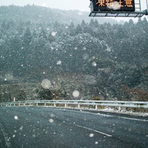 また、雪が降って来た…
