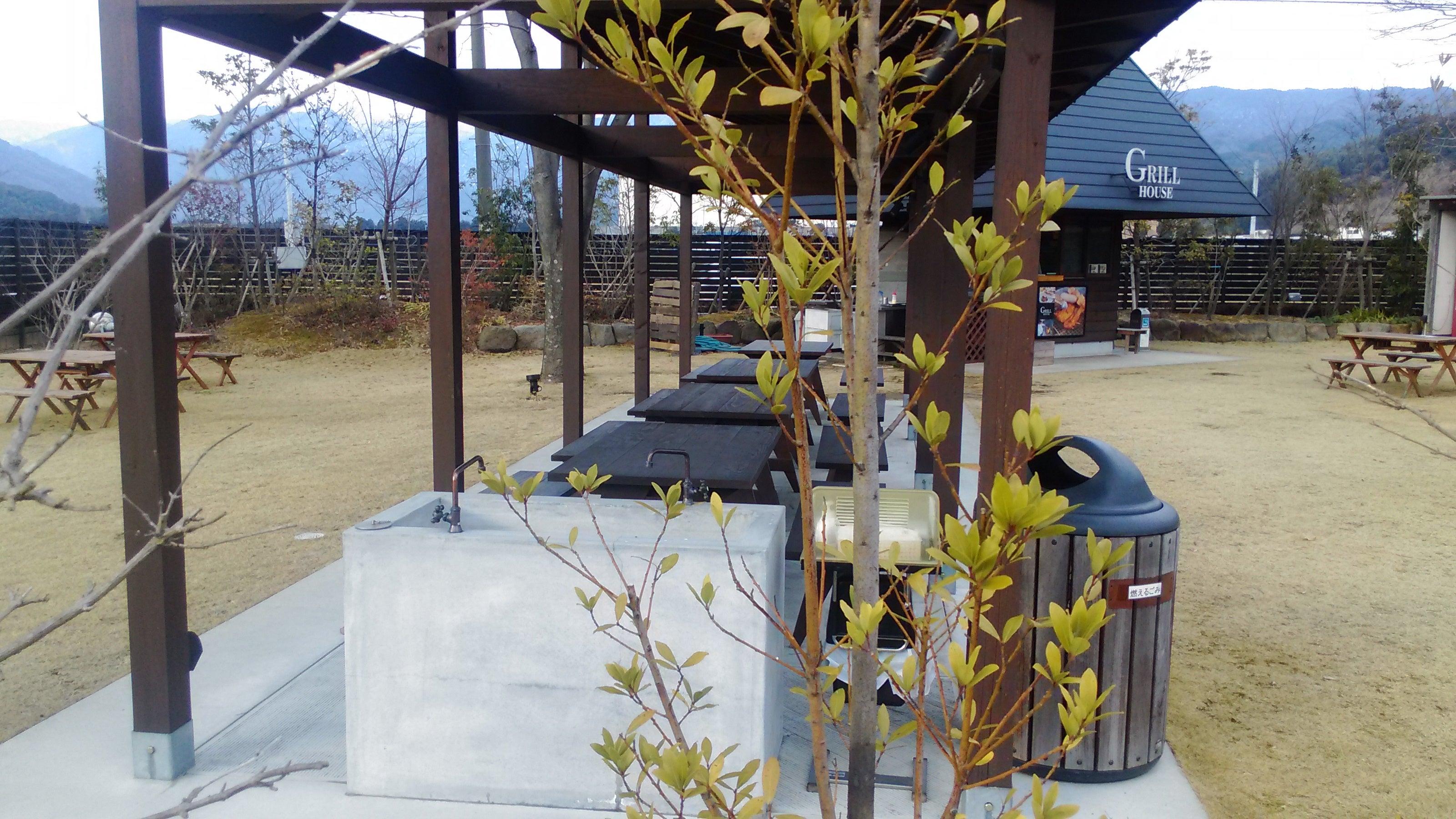 三瀬鶏本舗 グリルハウス前テラス