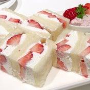 紅ほっぺ苺のサンドウィッチ タカノフルーツパーラー