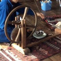 糸車による撚糸ワーク…