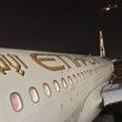 中東は飛行機荷物の取…