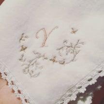 白い レースの 刺繍…