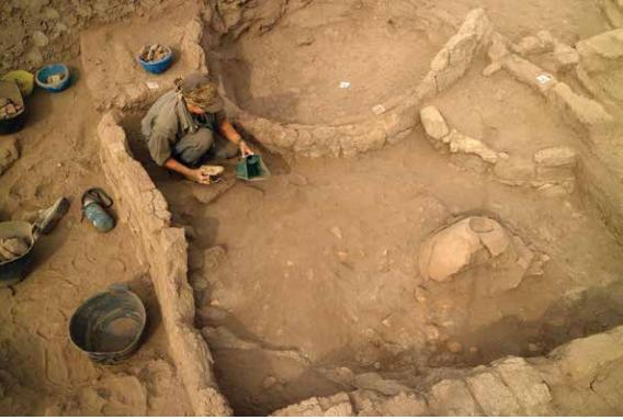 エドフで第5王朝ジェドカラー・イセシ王時代の遠征隊の為の倉庫発見。