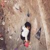 子連れボルダリング〜登るというよりカッコいいポーズでやる気の画像