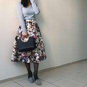 春色ニットと花柄スカートでフェミニン春コーデ♡