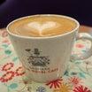 デンマーク・ザ・ロイヤルカフェテラス/タリーズの姉妹店でラテアート付きのカフェラテ