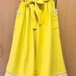黄色のワイドパンツ