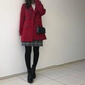 鮮やかなレッドのコートがコーデの決め手!アウターも可愛く♡