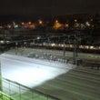 雪の鉄骨架線柱