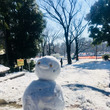 雪かきで交流。雪遊び…