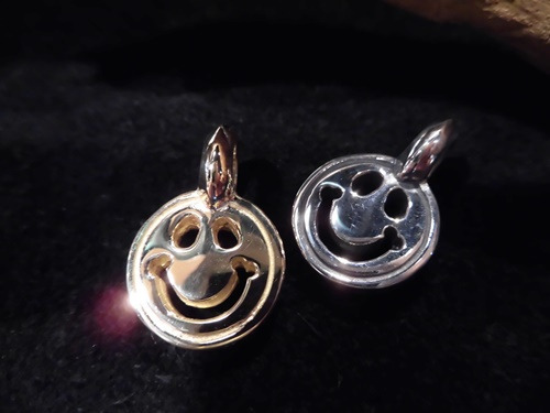 Bwl medium happy face charm bill wall leather ueno k18 ygsilver2 voltagebd Image collections