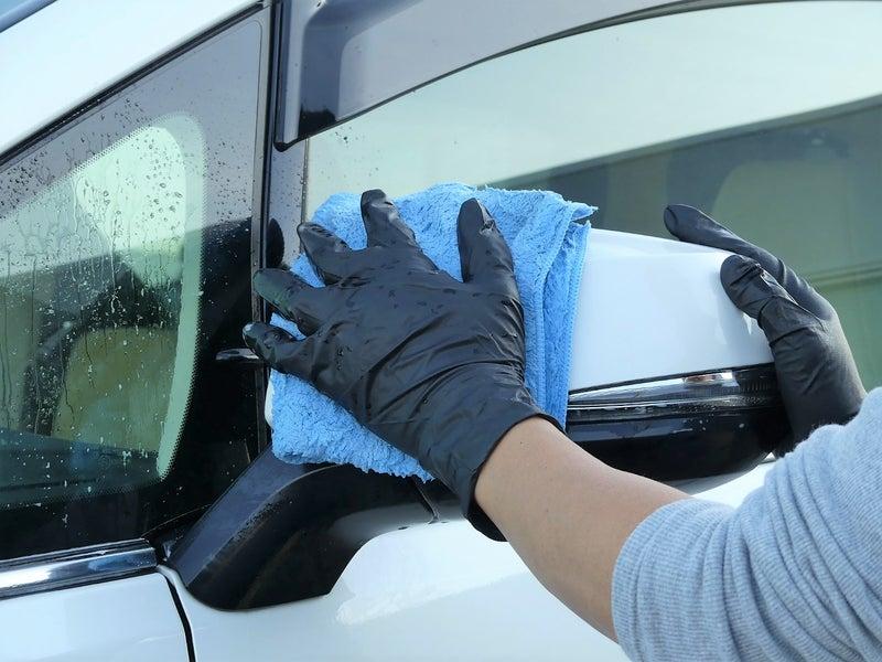 マジックベールをスプレーして、濡れ拭き、乾拭きで拭き上げます