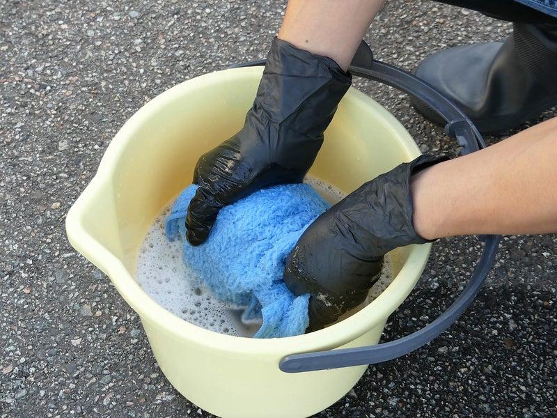 拭き上げる面は頻繁に変えて、時々すすぎ洗いしてください。