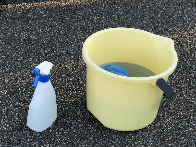 暖かいコーティング剤/マジックベールとお湯入りのバケツで準備完了!お湯にすると、洗浄力がアップ!