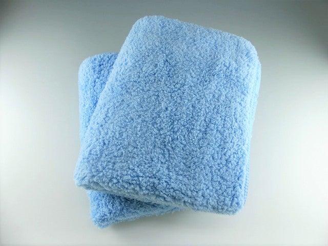 もっふもふのムートンのようなマイクロファイバーで洗車キズを防止!密着性にも優れ汚れを逃さず落とす