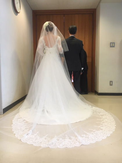 ミルフェリーチェウェディング 出張ヘアメイク 小田原十字町教会 結婚式 ロングベール 背中の空いたウェディングドレス