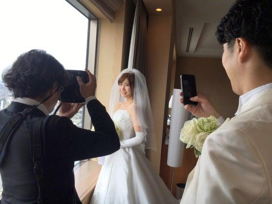 ミルフェリーチェウェディング セルリアンタワー東急ホテル 出張ヘアメイク ウェディングヘアメイク ウェディングドレス ミキモト ティアラ ルーズなアップヘア 下目のシニヨン