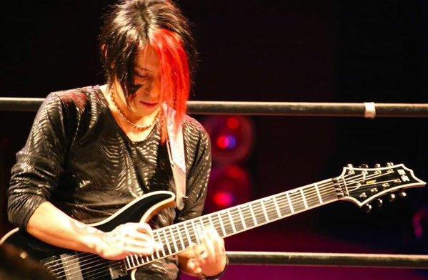 テクニカルギタリストの系譜(8)
