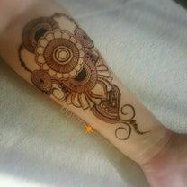 内側 腕 ヘナタトゥー 花 ペーズリーハーブのボディペイント  消えるタトゥー の記事に添付されている画像
