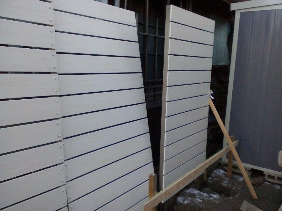フェンスを入れたら連結ボルトで固定します!