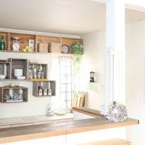 汚れたキッチンをDIYで蘇らせる!壁紙貼り替えと壁面模様替えまでの記事に添付されている画像