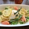 スモークサーモンと半熟卵のレモンカルボナーラの画像