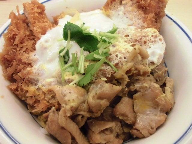 鶏煮込みとチキンカツの合い盛り丼4