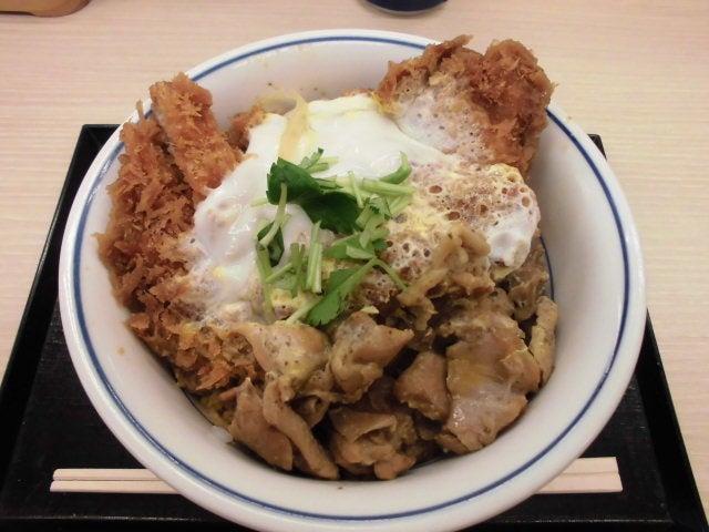 鶏煮込みとチキンカツの合い盛り丼2
