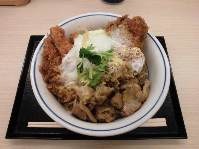 鶏煮込みとチキンカツの合い盛り丼1